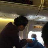 """Um passageiro queria """"apanhar ar"""" e abriu a porta… do avião"""