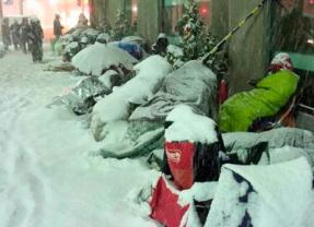 Japoneses fazem fila na neve para comprar «pacote surpresa» da Apple